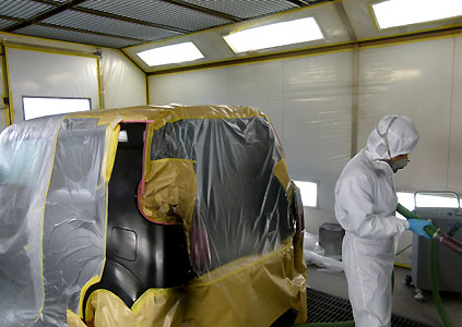 宮沢自動車塗装は、車の傷やヘコミを美しく修理します。